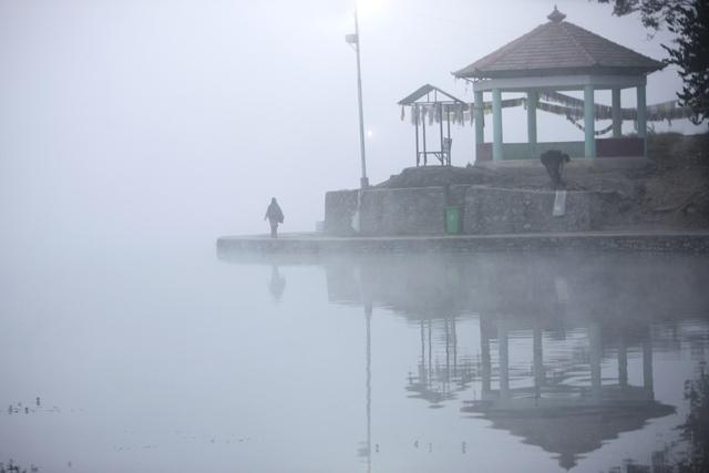 http://nepalitimes.com/assets/uploads/gallery/4c19d-Woman-in-Taudaha.jpg
