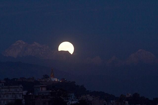 http://nepalitimes.com/assets/uploads/gallery/e83a8-Supermoon-from-Kathmandu..jpg