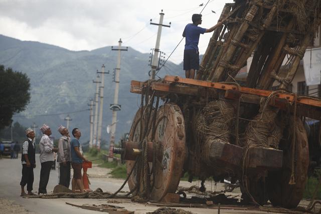 Dismantling Rato Machhindranath chariot