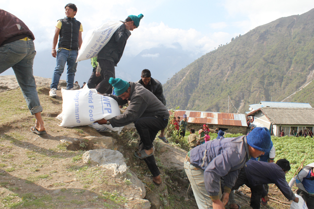 WFP distributes food in Gorkha. Pic: Zoie Jones / WFP