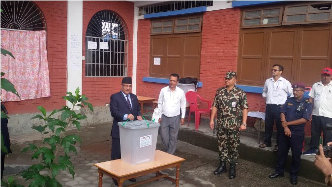 Prime Minister Pushpa Kamal Dahal casts his vote. Pic: RSS