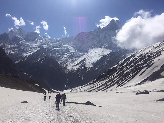 https://archive.nepalitimes.com/assets/uploads/gallery/27e8f-tourists-in-annapurna.jpg