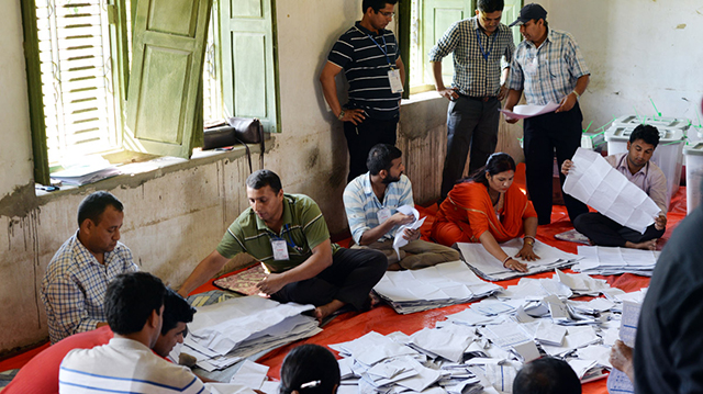 https://archive.nepalitimes.com/assets/uploads/gallery/5706b-vote-counting-in-Birgunj.jpg