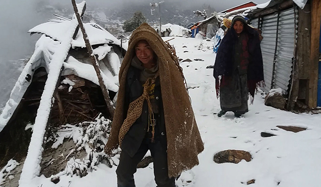 https://archive.nepalitimes.com/assets/uploads/gallery/6f796-Snowfall-in-Laprak-Nepal.jpg