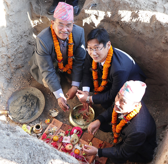 https://archive.nepalitimes.com/assets/uploads/gallery/7b217-Mayor-of-Lalitpur-and-Chief-Representative-of-JICa-laying-the-foundation-stone.JPG