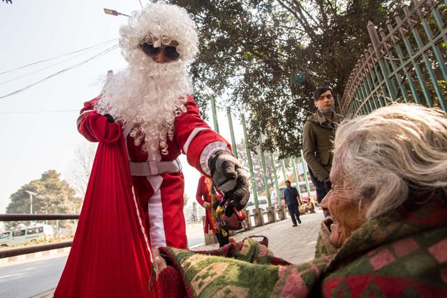 https://archive.nepalitimes.com/assets/uploads/gallery/8b27d-santa.jpg
