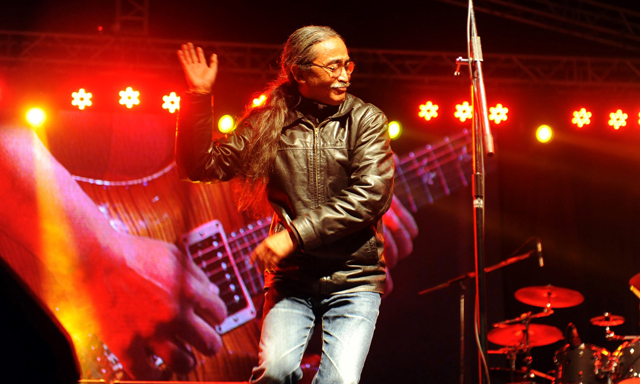 https://archive.nepalitimes.com/assets/uploads/gallery/994d4-1.-Nepathya-frontman-Amrit-Gurung-in-action-in-Narayanghat---Photo---Sudhira-Shah.jpg