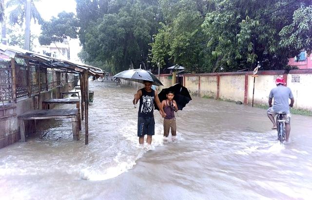 https://archive.nepalitimes.com/assets/uploads/gallery/bd686-Rss_Images_1502542923725_AY_Rajbiraj_20170812_Flood_7.jpg
