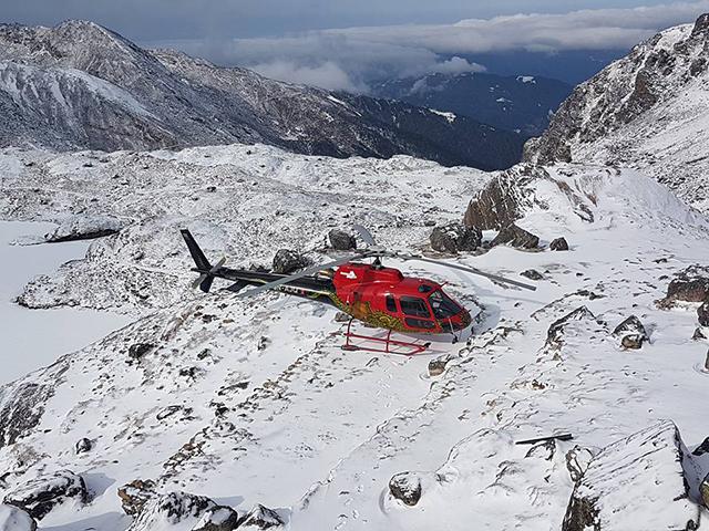 https://archive.nepalitimes.com/assets/uploads/gallery/ea67e-Helicopter-in-gosainkunda-on-Shivaratri-DEEPAK-JUNG-RANA.jpg