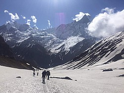 https://archive.nepalitimes.com/image.php?&width=250&image=/assets/uploads/gallery/27e8f-tourists-in-annapurna.jpg
